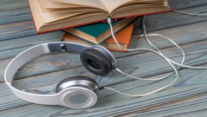 5 best Audiobooks Apps to catch up on your TBR